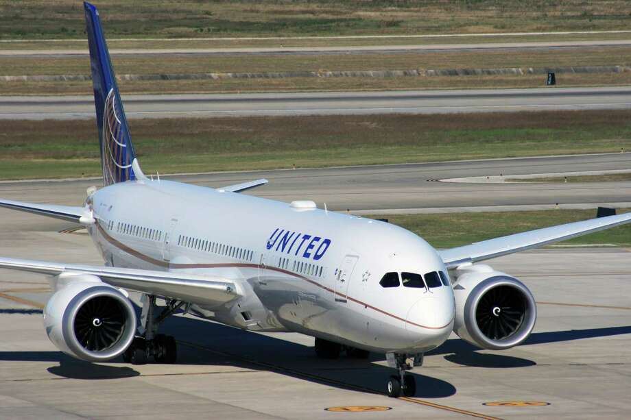 A United Airlines Boeing 787 Dreamliner taxis at Bush Intercontinental Airport. United's struggled with operational performance. Photo: Bill Montgomery