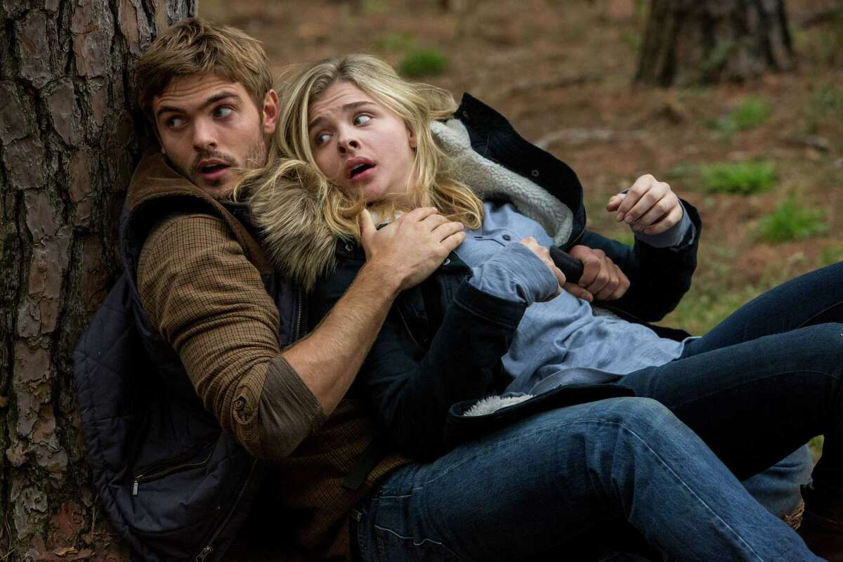 """Alex Roe and Chlöe Grace Moretz star in """"The 5th Wave."""""""