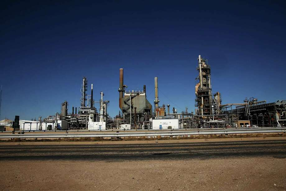 BIG SPRING, TX - JANUARY 21: An oil refinery is situated along a highway on January 21, 2016 in Big Spring, Texas.  Photo: Spencer Platt, Getty Images / 2016 Getty Images