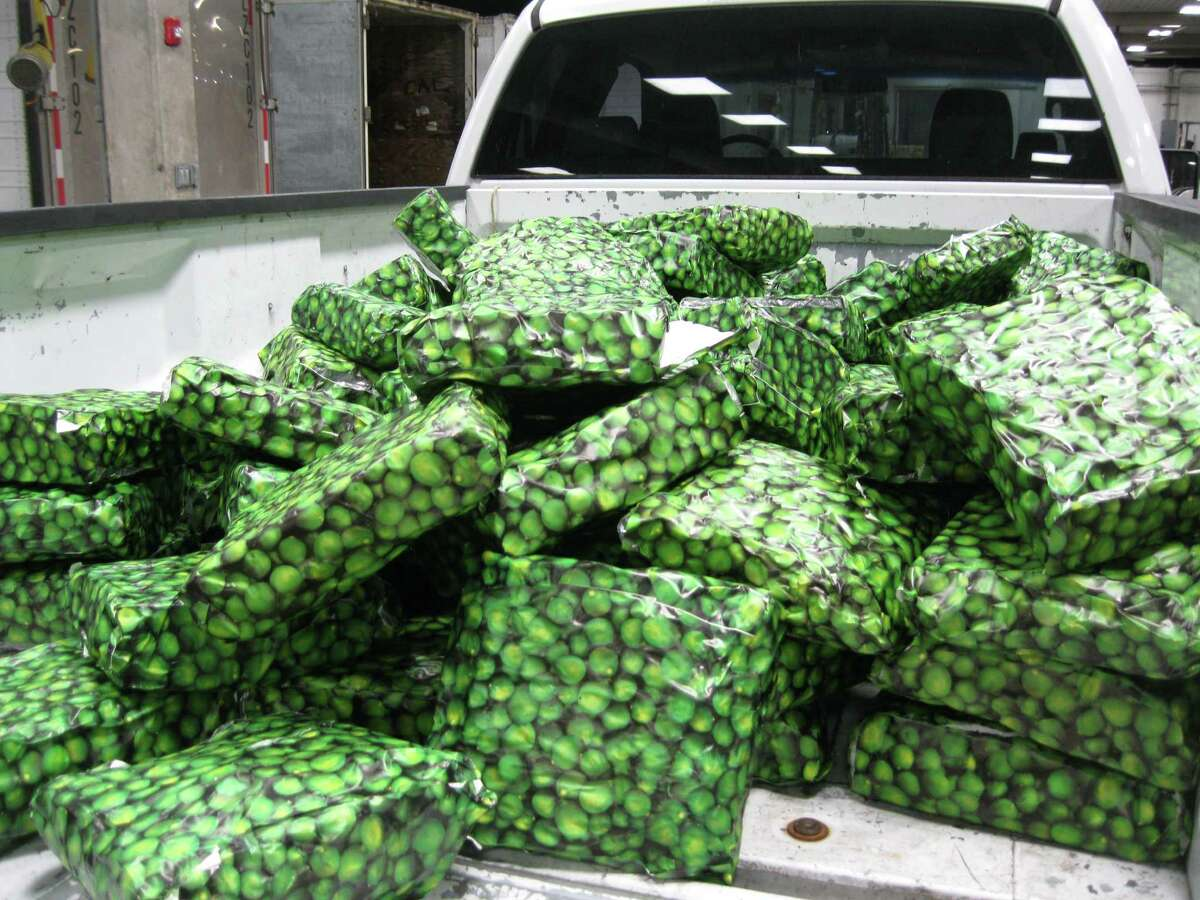 Marijuana discovered in not-so-convincing lime packages Texas border agents discovered more than 2,500 pounds of marijuana in packages wrapped in paper printed with images of limes at the Pharr International Bridge on Jan. 15, 2016.Read more: Mexican drug smugglers tried to sneak 2,500lbs of pot into Texas in these terrible lime packages