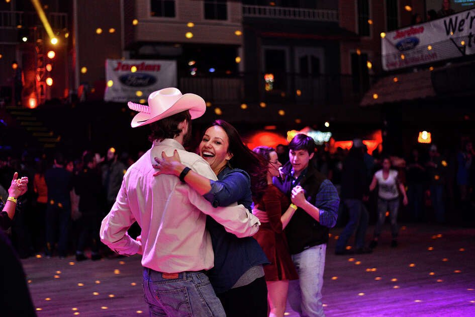 Singer-songwriter Ryan Bingham brought his Grammy winning ways and country sounds to Cowboys Dancehall Friday night.