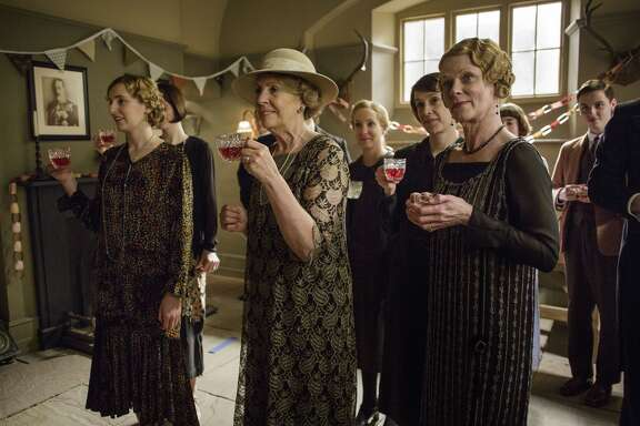 Laura Carmichael as Lady Edith, Penelope Wilton as Isobel Crawley,  Joanne Froggatt as Anna Bates, Raquel Cassidy as Baxter, and Samantha  Bond as Aunt Rosamund.