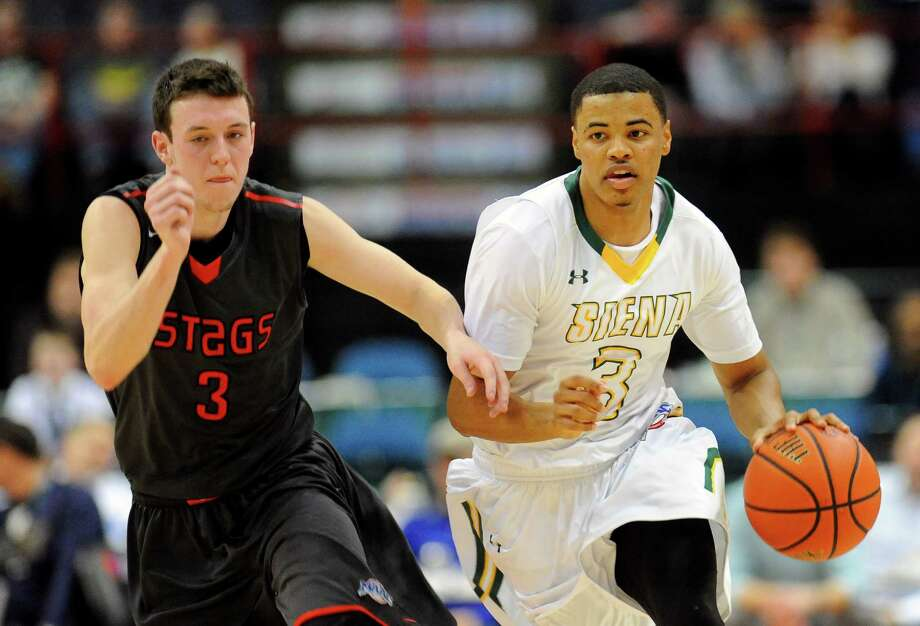 Fairfield's Tyler Nelson ,left, defends against Siena's Ryan Oliver ,right during the first half of an NCAA college basketball game on Thursday, Jan. 7, 2016, in Albany, N.Y. (Hans Pennink / Special to the Times Union) ORG XMIT: HP104 Photo: Hans Pennink / Hans Pennink