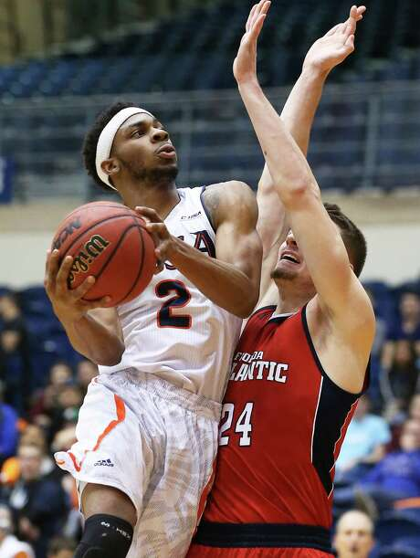Roadrunner guard J.R. Harris leans into Phillip Jones for a shot in the lane as UTSA hosts Florida Atlantic in men's basketball at the UTSA Convocation Center on January 23, 2016. Photo: TOM REEL, STAFF / SAN ANTONIO EXPRESS-NEWS / 2016 SAN ANTONIO EXPRESS-NEWS