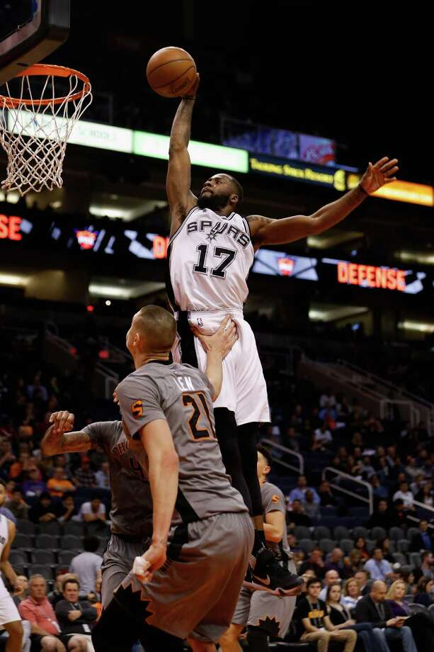 PHOENIX, AZ - JANUARY 21:  Jonathon Simmons #17 of the San Antonio Spurs slam dunks the ball against the Phoenix Suns during the second half of the NBA game at Talking Stick Resort Arena on January 21, 2016 in Phoenix, Arizona.  The Spurs defeated the Suns 117-89. NOTE TO USER: User expressly acknowledges and agrees that, by downloading and or using this photograph, User is consenting to the terms and conditions of the Getty Images License Agreement.  (Photo by Christian Petersen/Getty Images) Photo: Christian Petersen, Staff / Getty Images / 2016 Getty Images