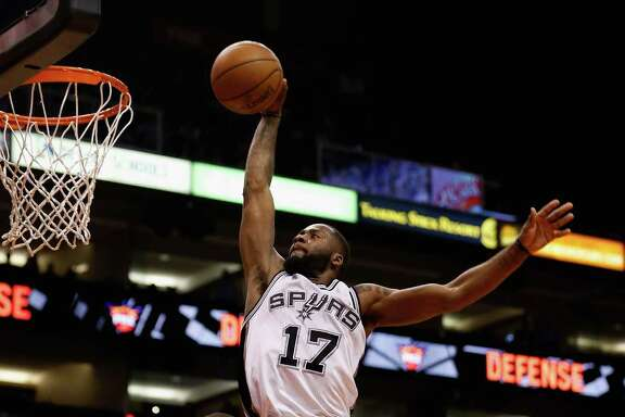 PHOENIX, AZ - JANUARY 21:  Jonathon Simmons #17 of the San Antonio Spurs slam dunks the ball against the Phoenix Suns during the second half of the NBA game at Talking Stick Resort Arena on January 21, 2016 in Phoenix, Arizona.  The Spurs defeated the Suns 117-89. NOTE TO USER: User expressly acknowledges and agrees that, by downloading and or using this photograph, User is consenting to the terms and conditions of the Getty Images License Agreement.  (Photo by Christian Petersen/Getty Images)