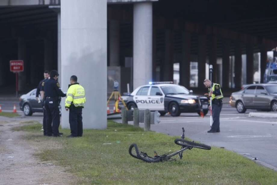 Police investigate a traffic fatality near U.S.59 in southwest Houston, January 25. Photo: Cody Duty