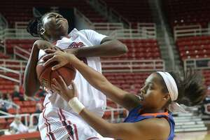 Lady Cardinals achieve second-straight win against Houston Baptist - Photo