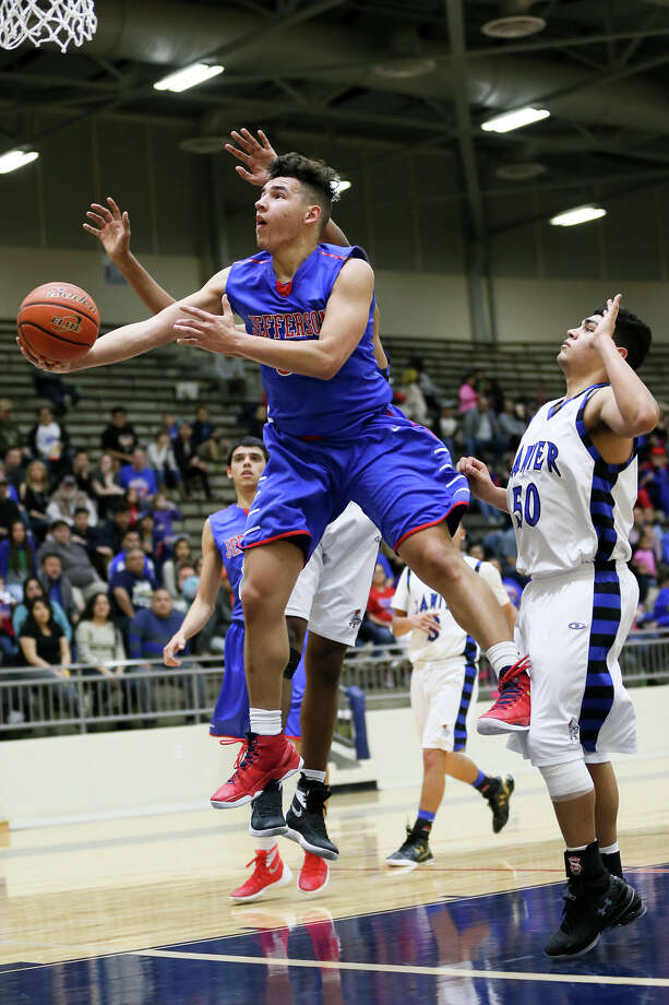 Jefferson's Noah Soto goes to the basket past Lanier's Jerry Samudio (right) during the first half of their game at Alamo Convocation Center on Friday, Jan. 22, 2016.  Soto scored a game high 23 points and pulled down 14 rebounds as Jefferson beat Lanier 57-52 in overtime to remain undefeated  in District 28-5A play.  MARVIN PFEIFFER/ mpfeiffer@express-news.net Photo: Marvin Pfeiffer, Staff / San Antonio Express-News / Express-News 2016