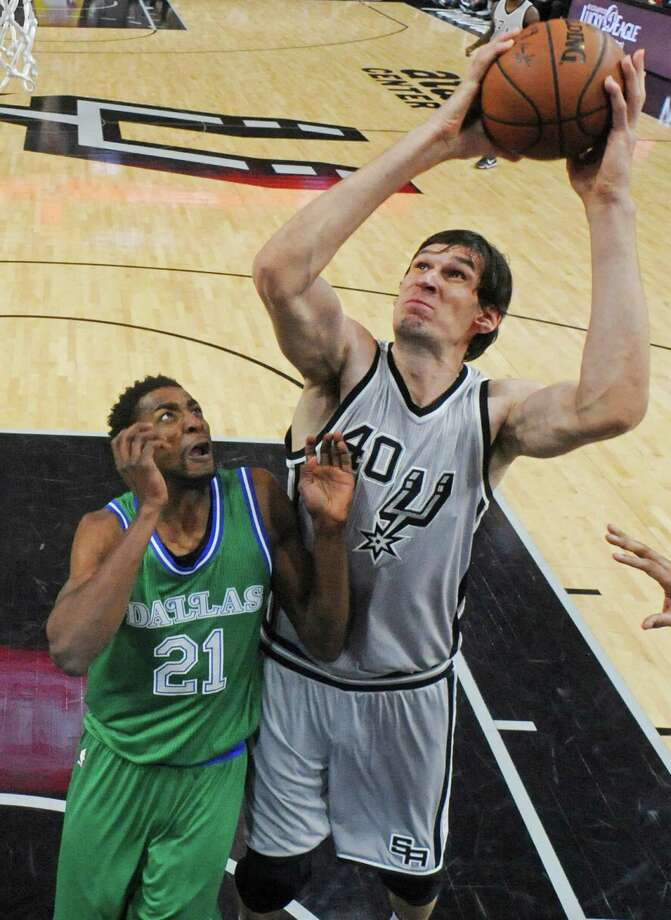 San Antonio Spurs' Boban Marjanovic shoots over Dallas Mavericks' Jeremy Evans during second half action Sunday Jan. 17, 2016 at the AT&T Center. The Spurs won 112-83. Photo: Edward A. Ornelas,  Staff / San Antonio Express-News / © 2016 San Antonio Express-News