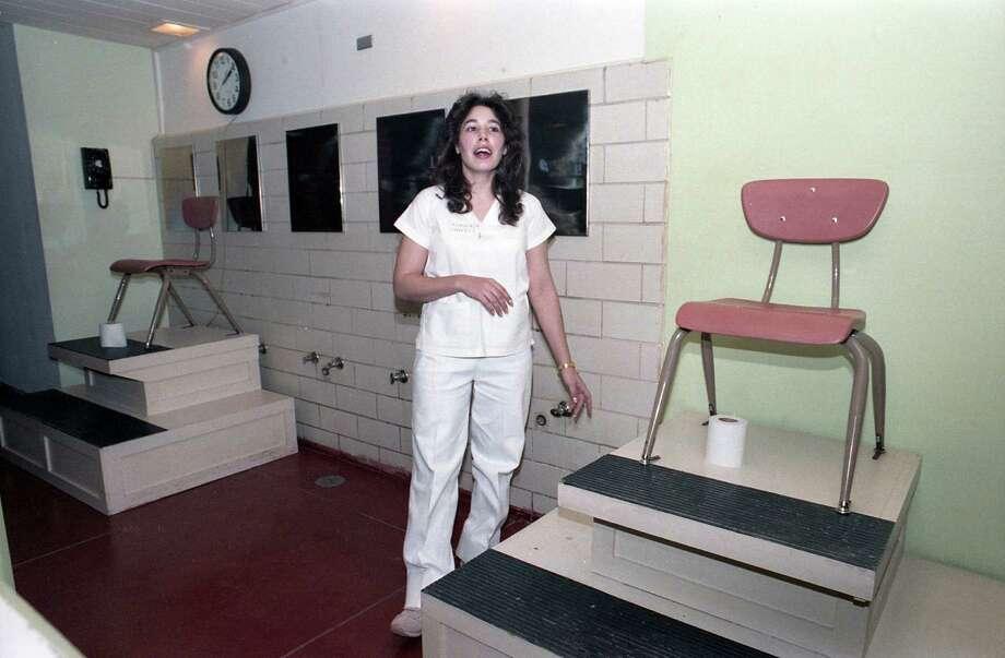 Convicted murderer Karla Faye Tucker at Mountain View Unit in Gatesville, Jan. 21, 1986. Photo: John Van Beekum, Houston Chronicle / Houston Chronicle