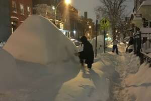 New Yorker tries to sell snow-covered car rather than dig it out - Photo