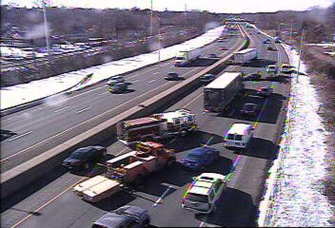 Crash blocks lane of I-95 in Westport - GreenwichTime