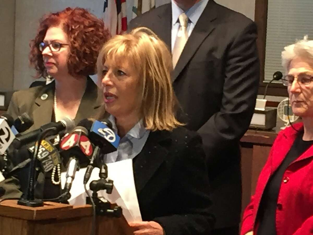 Congresswoman Jackie Speier promises to fight for state and federal aid to help Pacifica deal with coastal erosion
