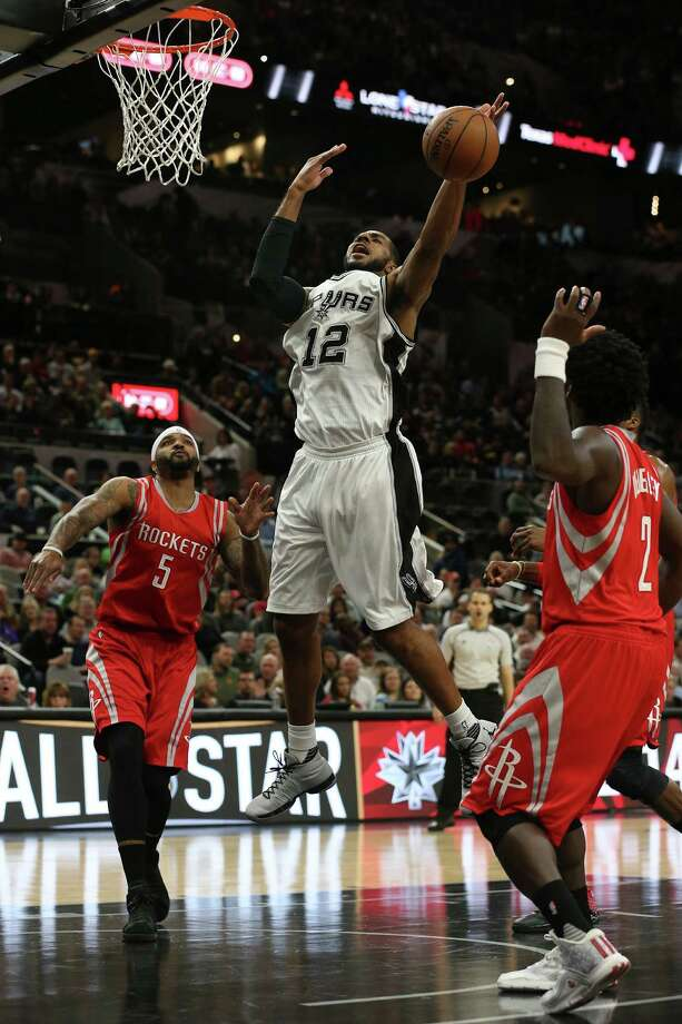San Antonio Spurs' LaMarcus Aldridge loses control of the ball as he drives between Houston Rockets' Josh Smith, left, and Patrick Beverley during the first half at the AT&T Center, Wednesday, Jan. 27, 2016. Photo: San Antonio Express-News / © 2016 San Antonio Express-News