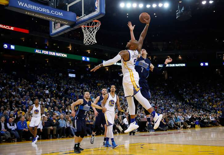 Marreese Speights #5 of the Warriors dunks on Dwight Powell #7 of the Mavericks on Jan. 27 at Oracle Arena.