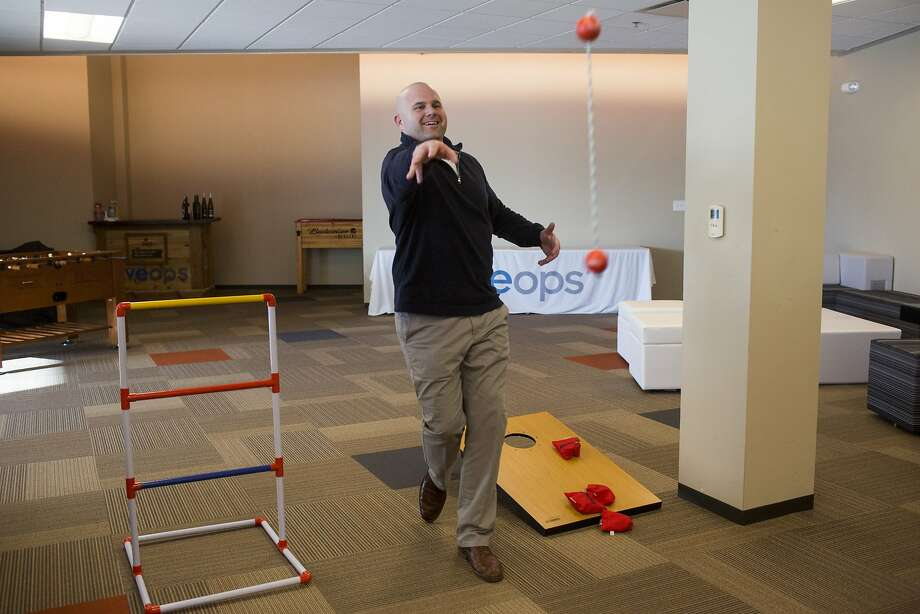 Baker Johnson plays a game at LiveOps' temporary offices in Austin, Texas on January 21, 2016. Photo: Carolyn Van Houten
