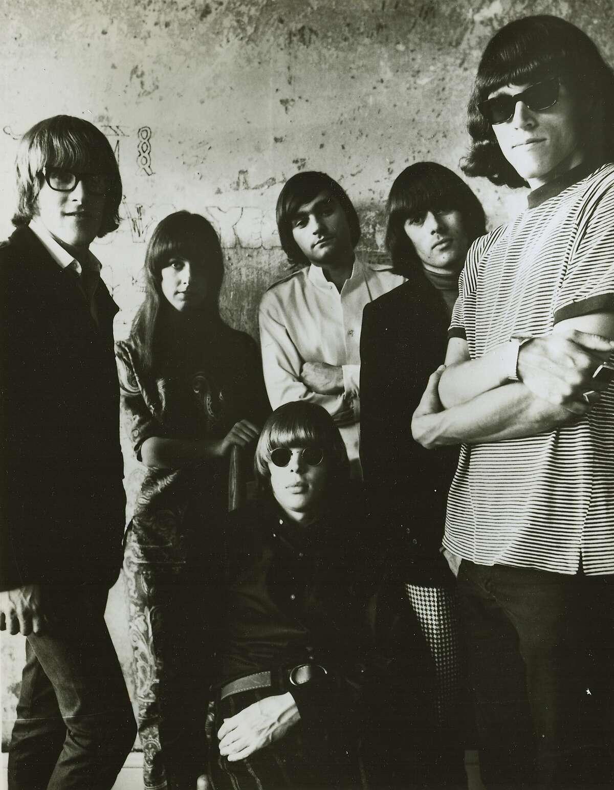 rockroll_144_6.jpg 1968- Jefferson Airplane. Standing left to right: Paul Kantner, Grace Slick, Marty Balin, Spencer Dryden, Jorma Kaukonen. Seated: Jack Casady /