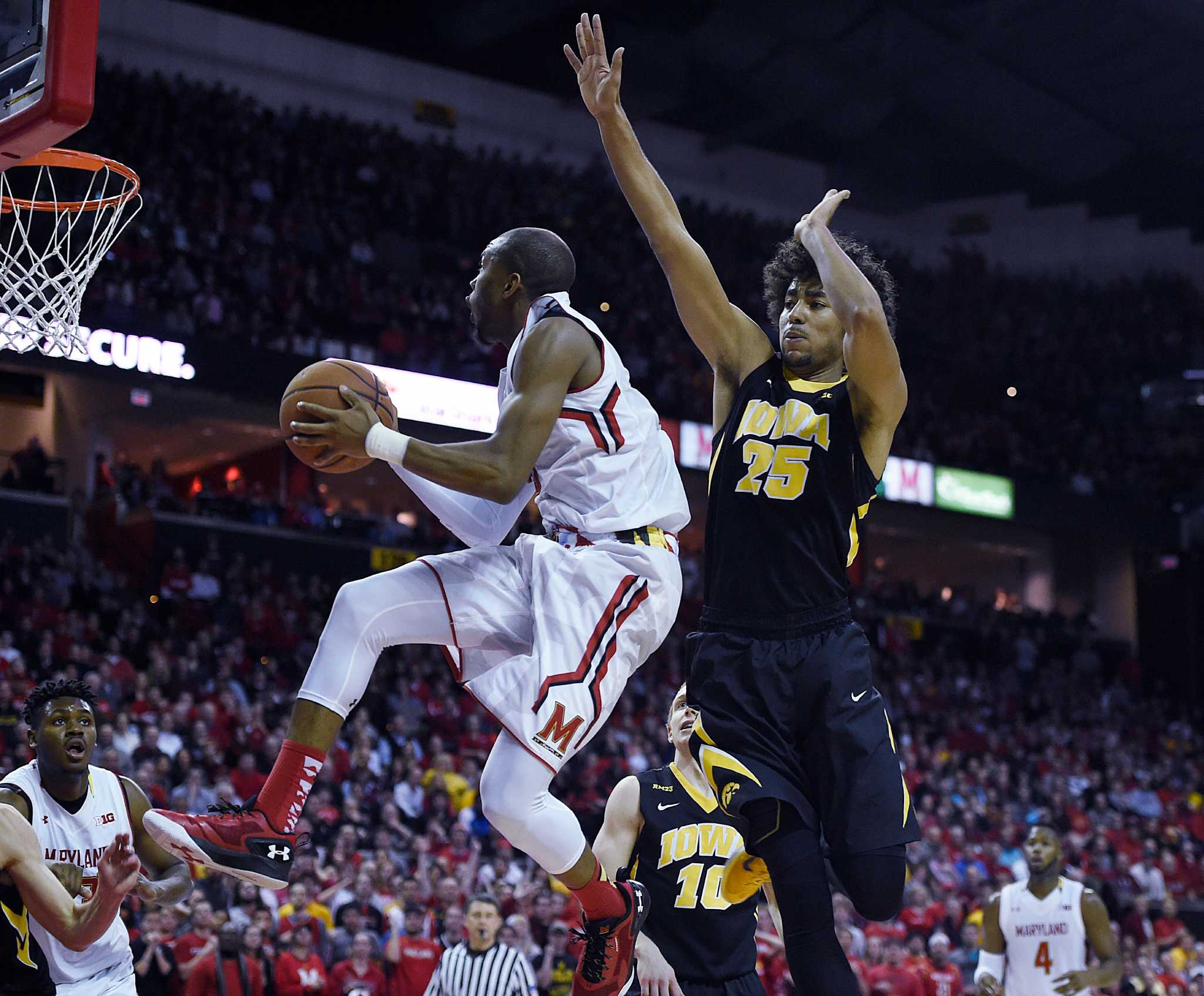 The AP delivers indepth college basketball game coverage highlights and the AP Top 25 Poll