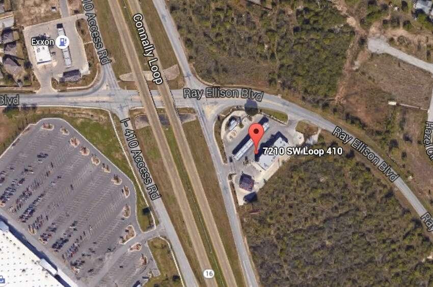 R R Quik Wok: 7210 S.W. Loop 410, San Antonio, Texas 78242 Date: 01/30/2017 Score: 70 Highlights: Dead roach spotted in a bulk bin of salt,