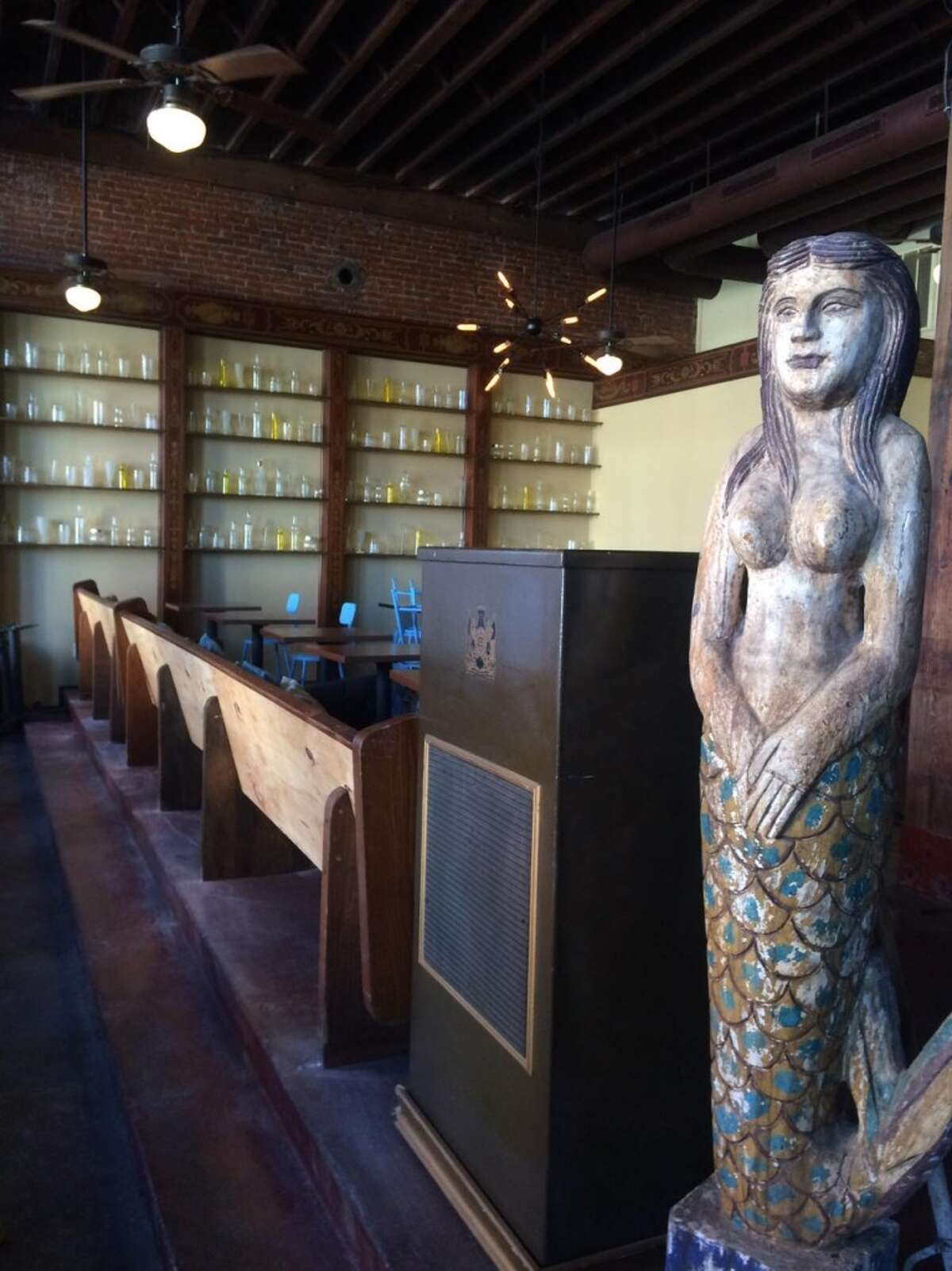Harborside Mercantile (2021 Strand) serves up New Orleans-style food in a stylish historic space. Fresh seafood is served daily, and the drinks list is extensive.