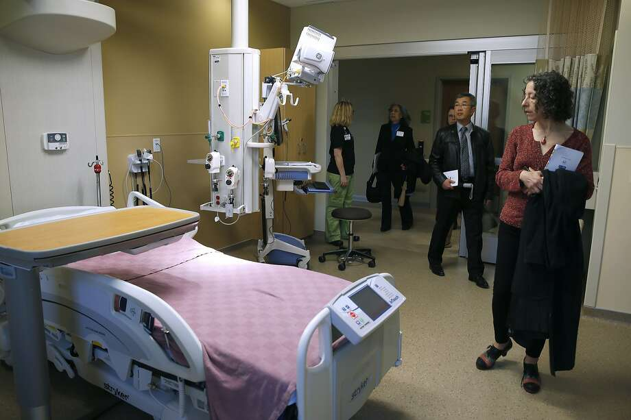 Linda Katz (right) tours the intensive care unit on the 5th floor of the new Acute Care Tower at Highland Hospital in Oakland, Calif. on Friday, Jan. 29, 2016. Photo: Paul Chinn, The Chronicle