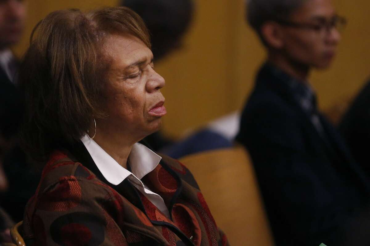 Zula Jones sits with her eyes closed in court before going in front of the judge Jan. 29, 2016 for an appearance in Superior Court for charges of accepting bribes for political favors in the Hall of Justice Building in San Francisco, Calif.