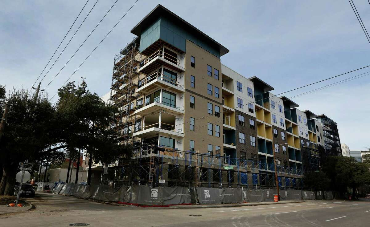 Construction work on the Pearl at MIX in Midtown, Milam and Tuam, Wednesday, Jan. 27, 2016, in Houston. ( Steve Gonzales / Houston Chronicle )