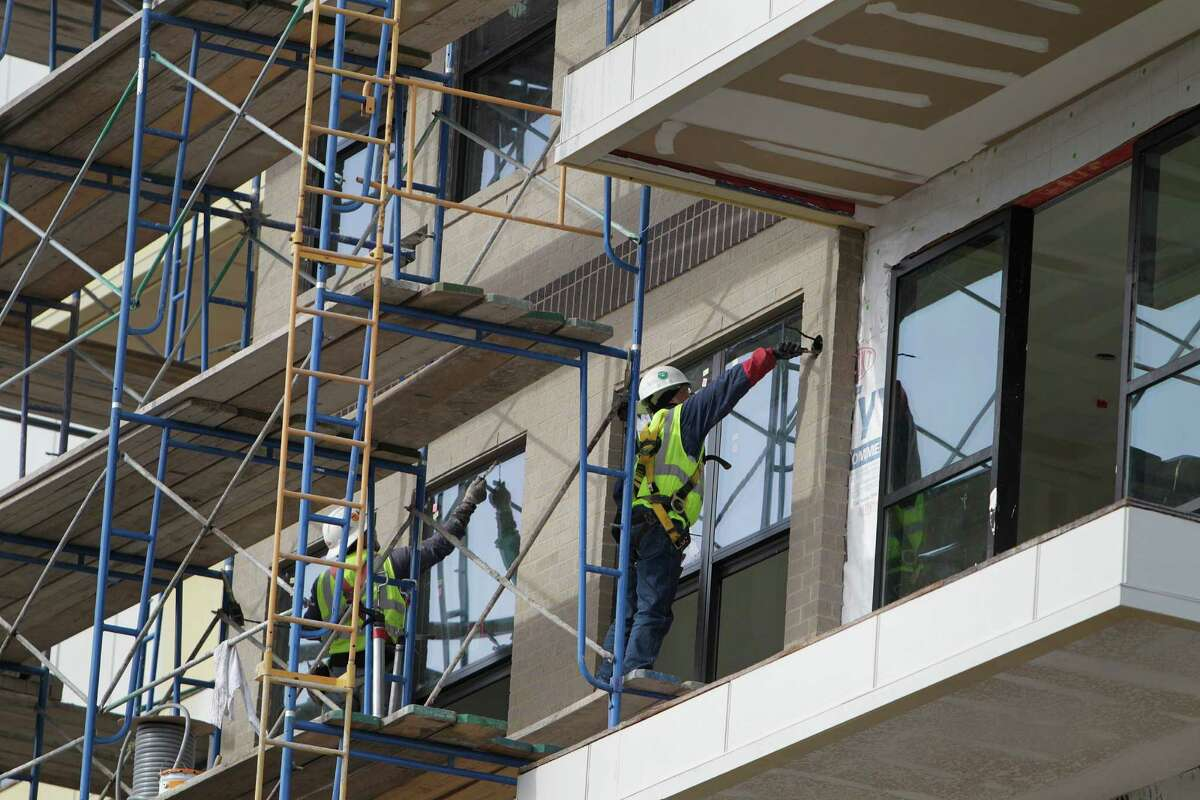"""Construction continues on the Pearl at MIX apartment complex at Milam and Tuam in Midtown. Experts say the local apartment market is """"overbuilt."""""""
