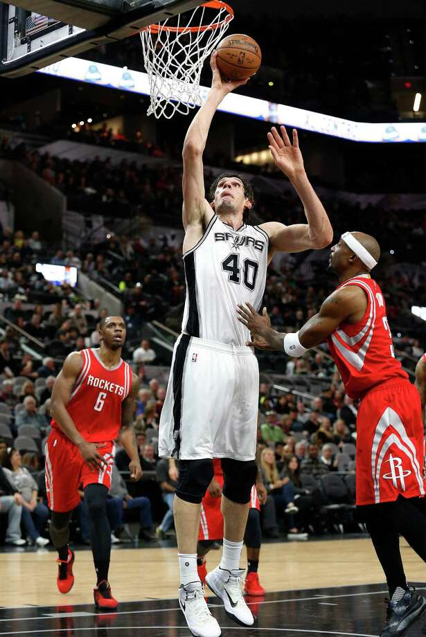 Spurs' Boban Marjanovic (40) goes up to score against Houston Rockets' Jason Terry (31) at the AT&T Center on Wednesday, Jan. 27, 2016. Spurs defeated the Rockets, 130-99. (Kin Man Hui/San Antonio Express-News) Photo: Kin Man Hui, Staff / San Antonio Express-News / ©2016 San Antonio Express-News