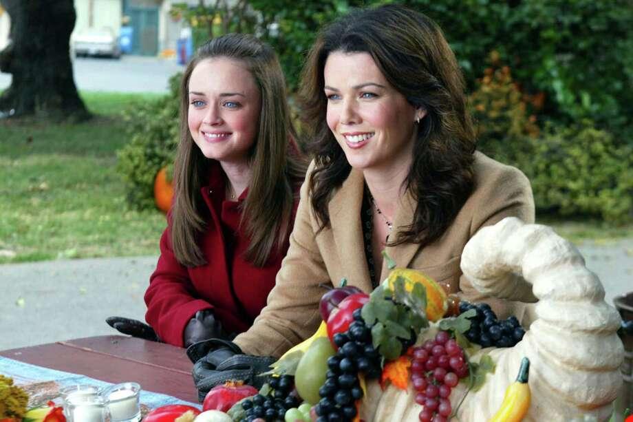 Alexis Bledel, Lauren Graham, Gilmore Girls | Photo Credits: CBS Photo Archive, CBS via Getty Images / 2006 CBS Photo Archive