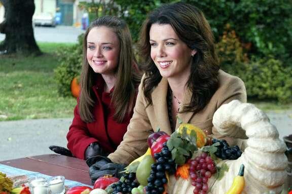 Alexis Bledel, Lauren Graham, Gilmore Girls | Photo Credits: CBS Photo Archive, CBS via Getty Images
