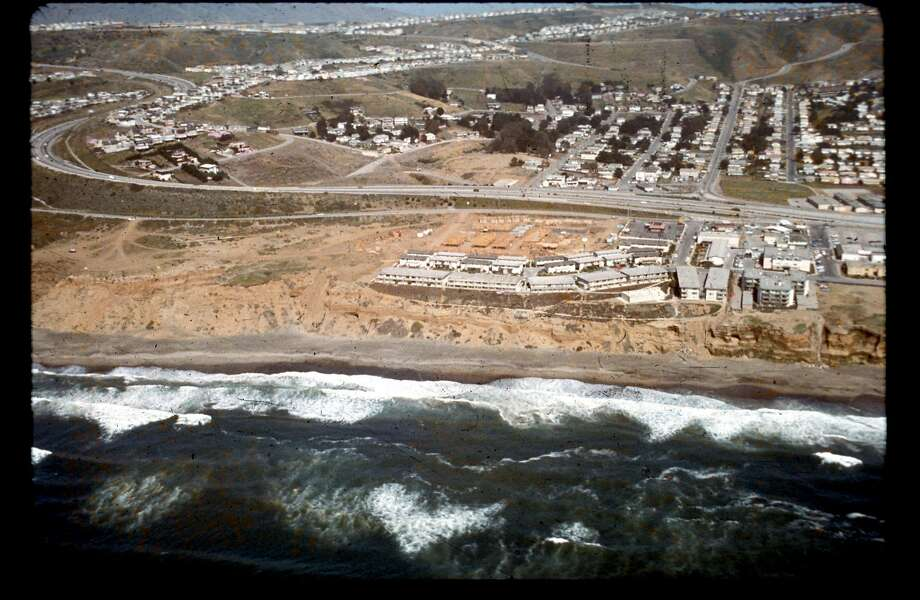 The Esplanade Apartments in Pacifica are seen in 1972. Photo: California Coastal Records Proje, CaliforniaCoastline.org