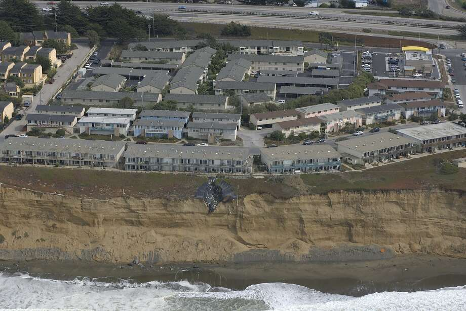 The Esplanade Apartments in Pacifica are seen in 2008. Photo: California Coastal Records Proje, CaliforniaCoastline.org