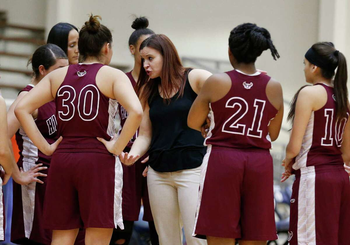 Highlands girls basketball coach Adrianna Wiatrek talks to her team during the game against Lanier at the Alamo Convocation Center on Friday, Jan. 29, 2016. Lanier rallied to defeat Highlands, 66-62. (Kin Man Hui/San Antonio Express-News)