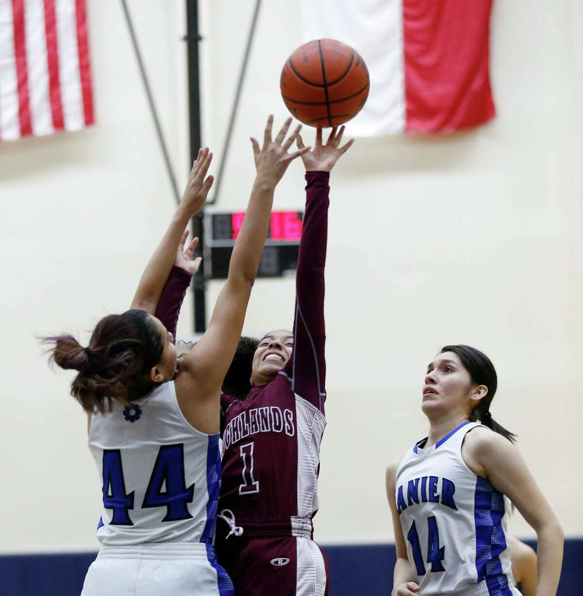 Highlands' Kiara Pesina (01) attempts a shot over Lanier's Cheyenne Torres (44) in girls basketball at the Alamo Convocation Center on Friday, Jan. 29, 2016. Lanier rallied to defeat Highlands, 66-62. (Kin Man Hui/San Antonio Express-News)