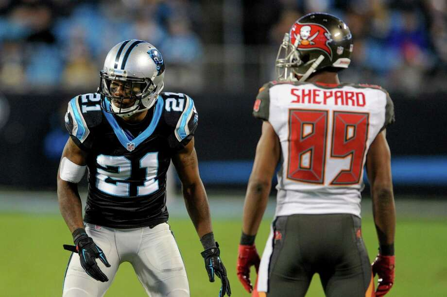 Carolina Panthers defensive back Teddy Williams (21) lines up against Tampa Bay Buccaneers wide receiver Russell Shepard (89) during the first half in Charlotte, N.C., on Jan. 3, 2016. Photo: Mike McCarn /Associated Press / FR34342 AP
