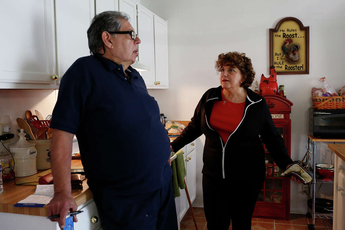 Yolanda Gill-Walker talks with Robert Gill about a bank procedure he was unsure how to handle as he visits her at her home in San Antonio on Friday, Jan. 29, 2016. Gill is a nonviolent drug offender who spent 25 years in prison until last summer, when President Obama commuted his life sentence.