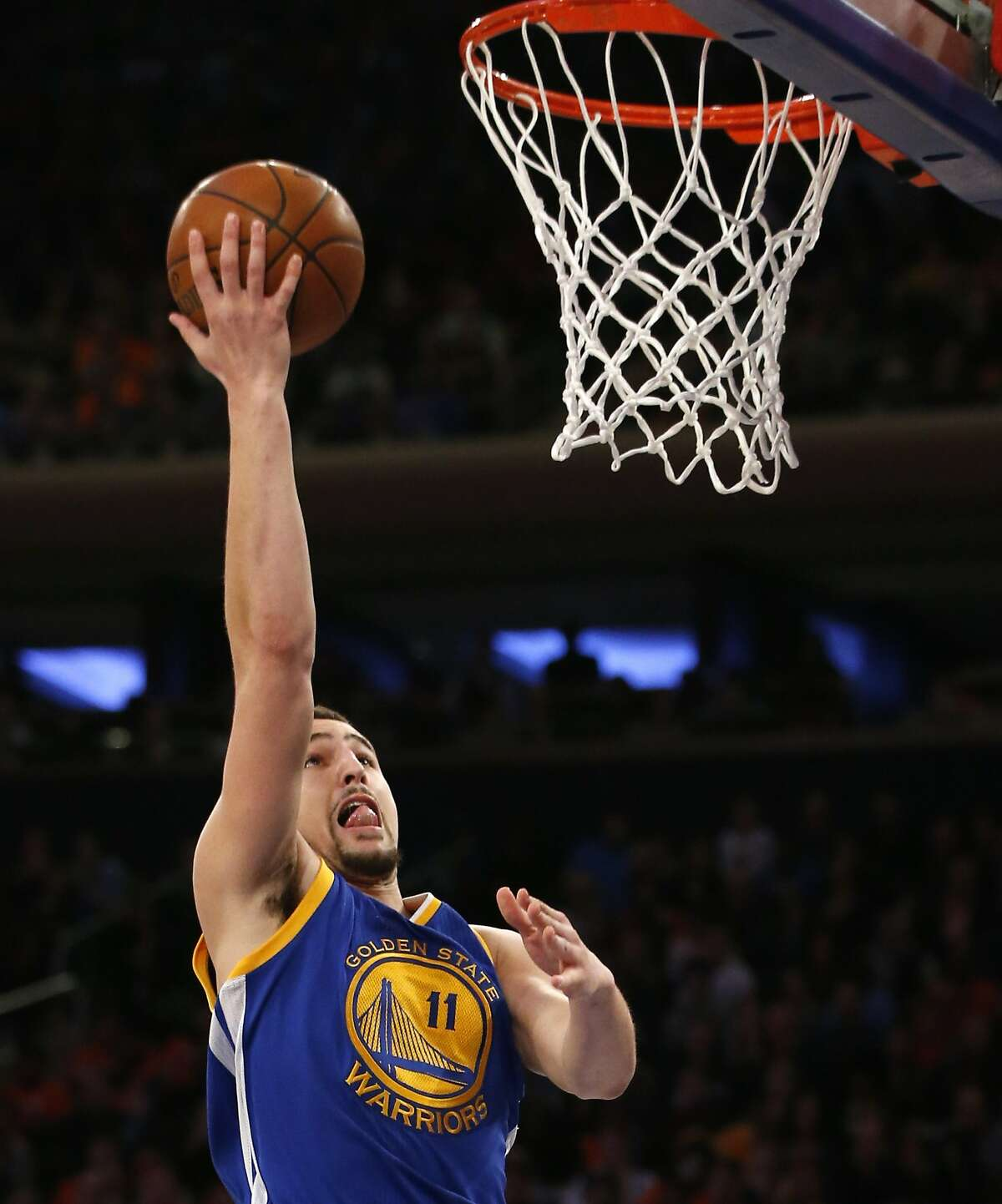 Golden State Warriors guard Klay Thompson goes up for a layup unopposed in the first half of an NBA basketball game against the New York Knicks at Madison Square Garden in New York, Sunday, Jan. 31, 2016.
