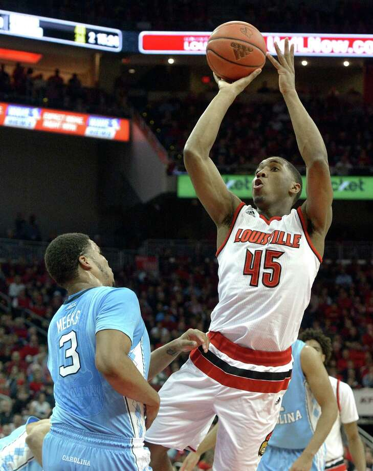 Louisville's Donovan Mitchell (45) shoots over North Carolina's Kennedy Meeks (3) during the second half of an NCAA college basketball game, Monday, Feb. 1, 2016, in Louisville, Ky. Louisville won 71-65. (AP Photo/Timothy D. Easley) ORG XMIT: KYTE107 Photo: Timothy D. Easley / FR43398 AP