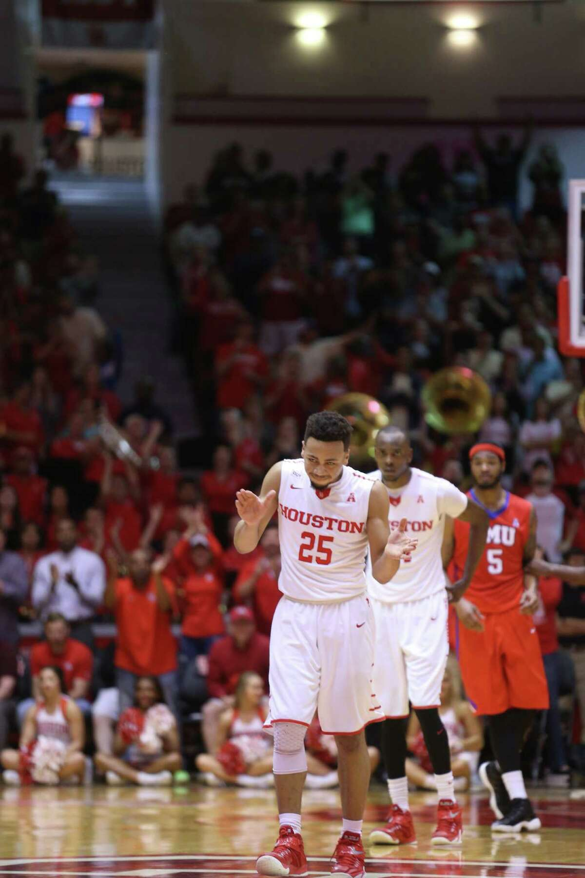Photos of first half game action between University of Houston and Southern Methodist University at Hofheinz Pavilion on Monday, Feb. 1, 2016 in Houston. UH won the game 71-68.