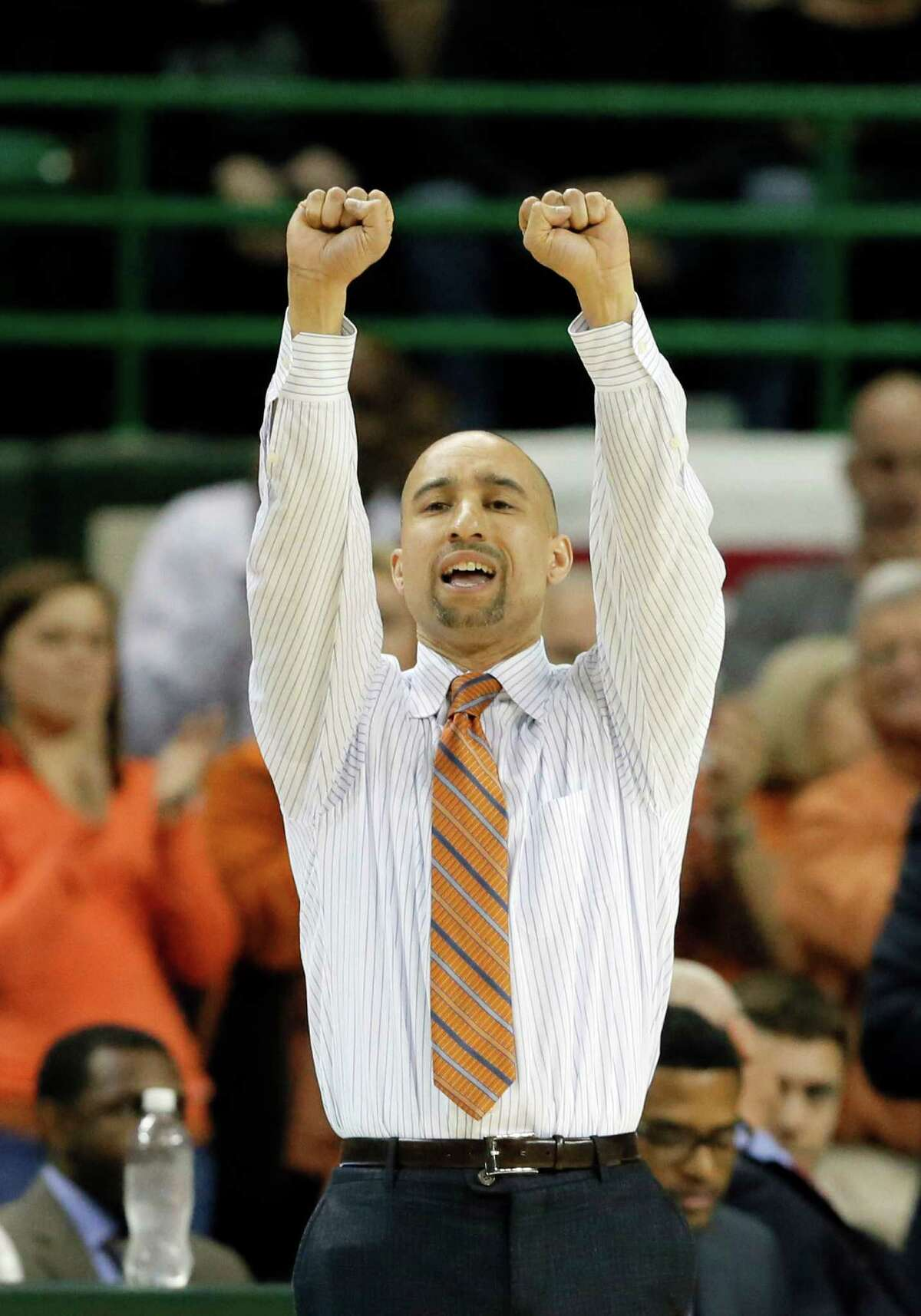 Texas head coach Shaka Smart instructs his team on offensive in the first half of an NCAA college basketball game against Baylor on Monday, Feb. 1, 2016, in Waco, Texas. (AP Photo/Tony Gutierrez)