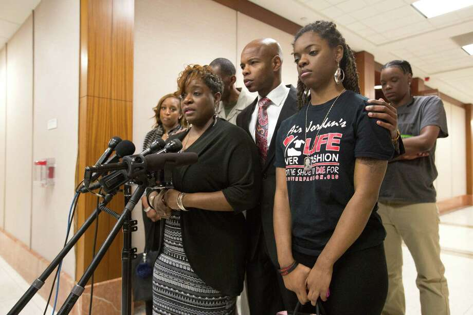 Joshlyn Walls, right, listens as her mother, Dazie Williams, left, speaks at a press conference regarding the death of Joshua Woods at the Harris County Criminal Courthouse, Tuesday, Feb. 2, 2016, in Houston. Woods, the brother to Walls and son to Williams, was a young man allegedly killed for his Air Jordan shoes in 2012. The trial for the accused was set to begin at 11 a.m. Photo: Cody Duty, Houston Chronicle / © 2015 Houston Chronicle