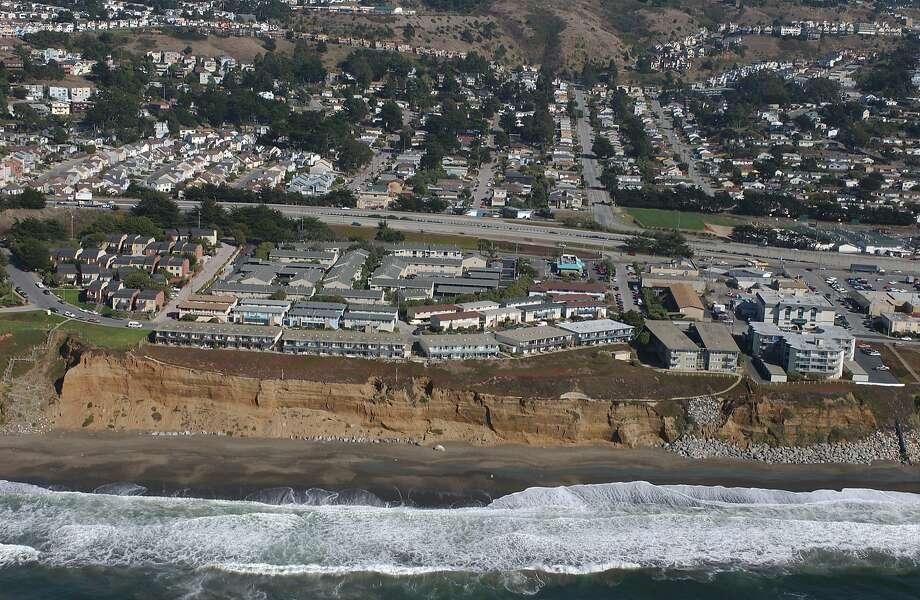 The Esplanade Apartments in Pacifica as seen in 2005. Photo: CaliforniaCoastline.org