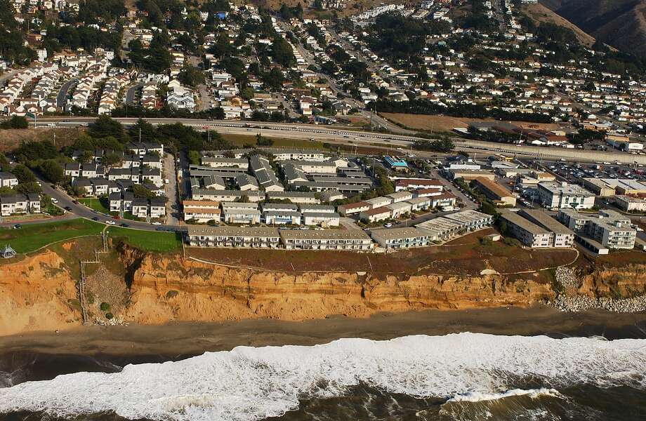 The Esplanade Apartments in Pacifica as seen in 2003. Photo: CaliforniaCoastline.org