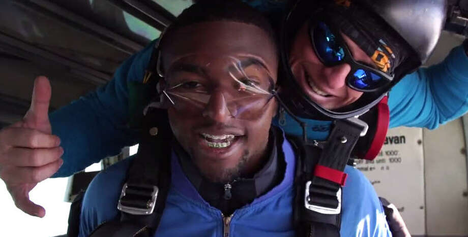 Manvel safety Deontay Anderson announced his decision to sign with Ole Miss after skydiving. Photo: Bleacher Report