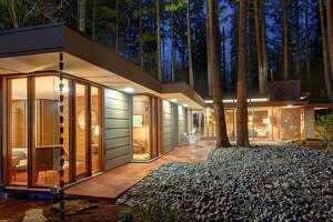Frank Lloyd Wright-inspired home in Sammamish - Photo