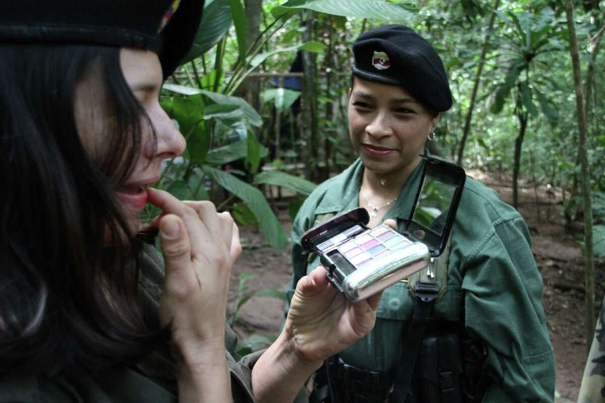 They pamper themselves by putting on makeup Women in the FARC rebel group are also fanatics of charmed bracelets and pop stars like Katy Perry. Revolutionary Armed Forces of Colombia (FARC) guerrilla members -of a front of the Martin Caballero bloc of the FARC - EP-, as they put make up on. Peace talks between the Colombian government and the FARC will have a recess since December 21, 2012 until January 14, informed both delegations in Havana. AFP PHOTO / Dick Emanuelsson