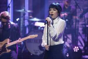 Viral video shows Carly Rae Jepsen busking for cash in California - Photo