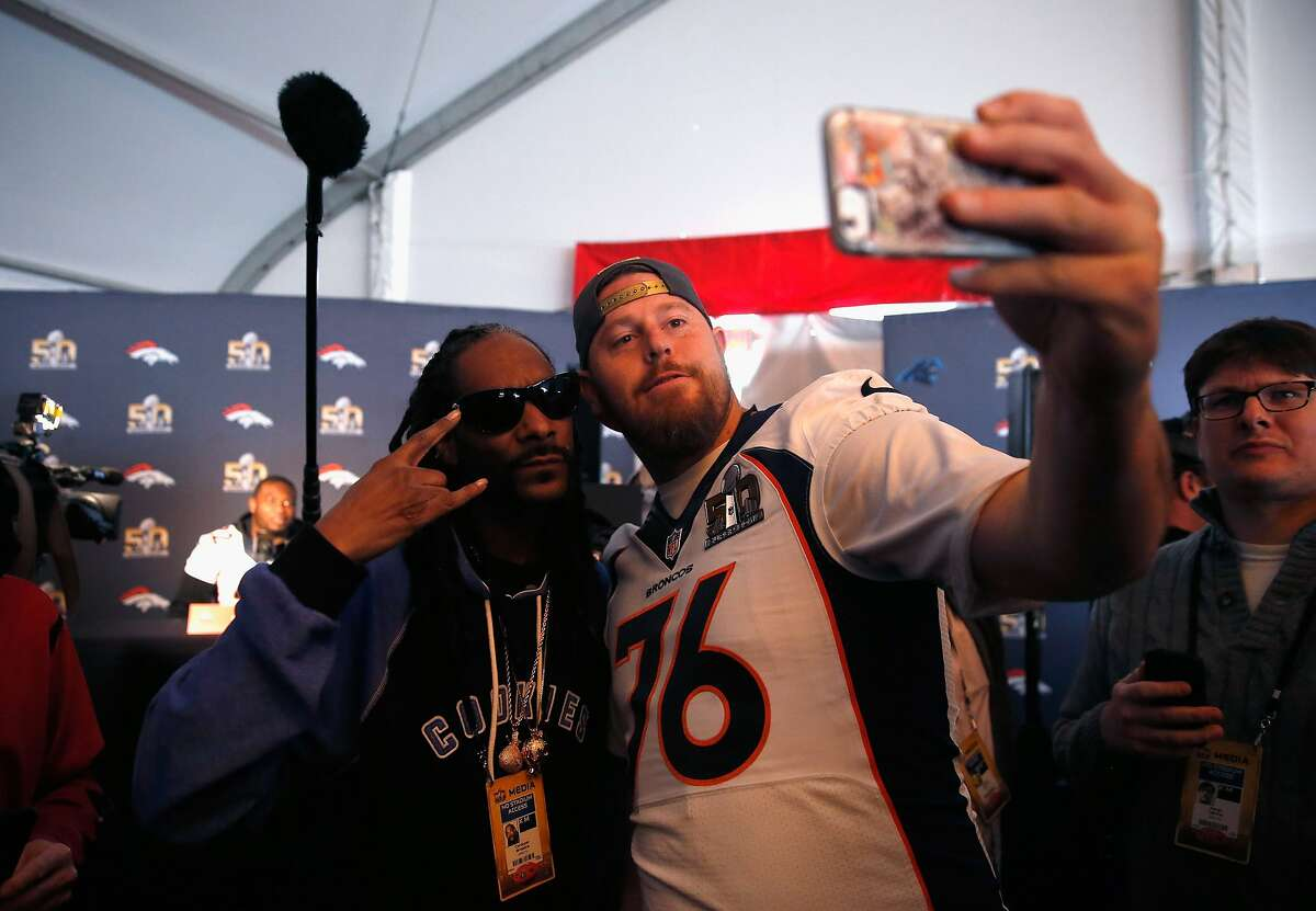 SANTA CLARA, CA - FEBRUARY 04: Tyler Polumbus #76 of the Denver Broncos takes a selfie with Snoop Dogg during the Broncos media availability for Super Bowl 50 at the Stanford Marriott on February 4, 2016 in Santa Clara, California. The Broncos will play the Carolina Panthers in Super Bowl 50 on February 7, 2016. (Photo by Ezra Shaw/Getty Images)